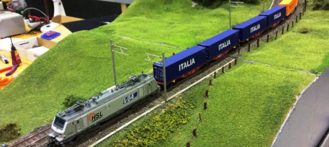 Rolling material of Rocky-Rail N scale in action